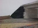 Eine Stützmauer der Brücke aus Trittschalldämmung.