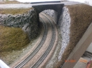 Im Einschnitt ging es rechts und links der Gleise ebenfalls weiter.