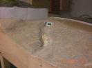 Eine Lage Zeitungspapier, viel Weißleim und Sand ergeben die Basis für die weitere Landschaft