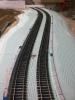 Die Bahnsteigkanten erhalten Abdeckungen aus Pappe