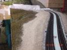 Die Bahnsteige haben zunächst eine Grundschicht Sand erhalten