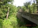 Hier hat die Betonbrücke ein wesentlich älteres Erscheinungsbild als auf der anderen Seite.